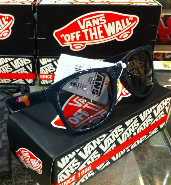 VANS Sunglasses - Skateboarder Magazine : 850.-