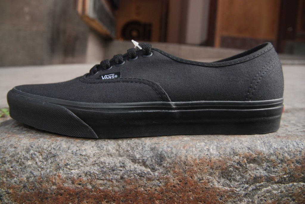 "VANS ""Authentic – Black/Black"" : Price 1680.-"