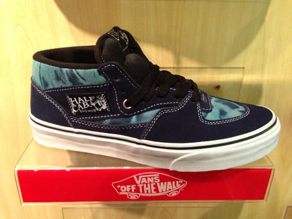 """VANS """"Half Cab (Tie Dye) – Blue"""" : Price 2790.-"""