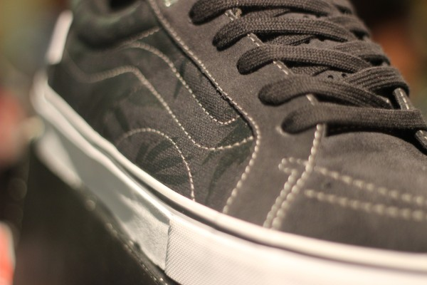 "VANS ""AV Native American Low – (Native Palm) Navy/Black"" : Price 2900.-"