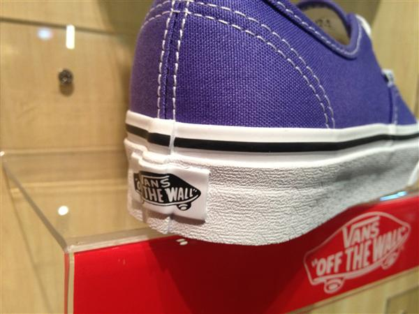"VANS ""Authentic – Purple Iris/True White"" : Price 1880.-"