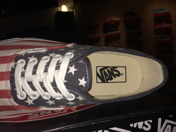 "VANS ""Authentic - (VAN Doren) Stars & Stripes : Price 2350.-"