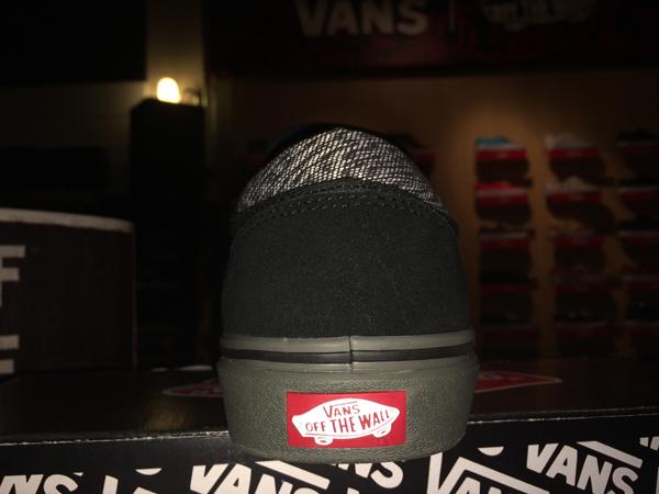 "VANS ""Gilbert Crockett PRO - x Independent Trucks (Black/Charcoal) : Price 3590.-"