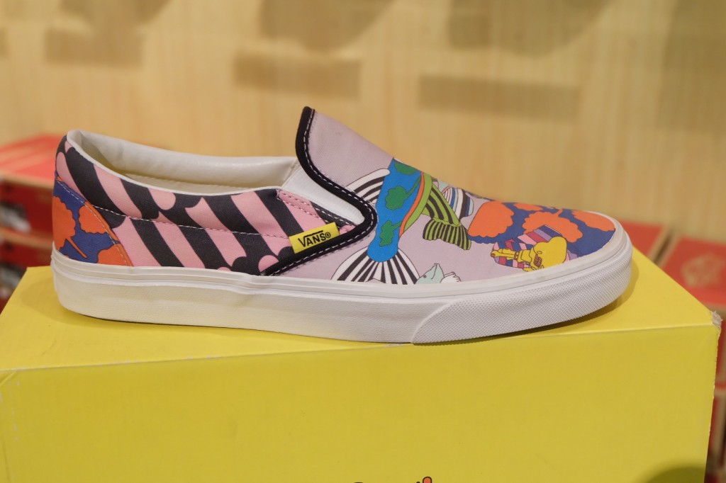 "รองเท้า VANS ""Slip On (The Beatles) – Sea Of Monsters"" [Yellow Submarine Signature] : Price 3300.-"