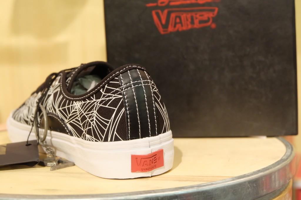 """VANS [SYNDICATE} """"AV Classic """"S"""" (Spider Web) Black"""" : Price 4100.-"""