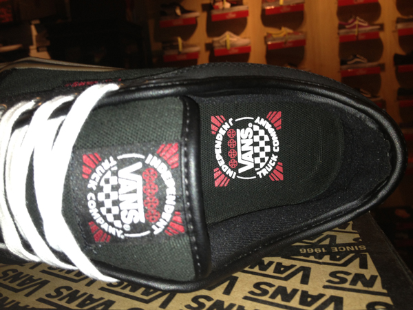 "Most Freedom! With The VANS ""Chukka Low - (Independent) Black"" : Price 3290.-"