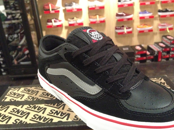 "Most Stripe! With The VANS ""Rowley Pro - (Independent) Black"" : Price 3490.-"