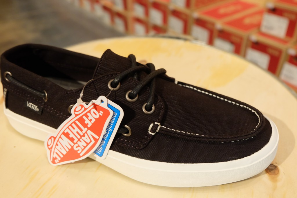 "รองเท้า VANS ""Chauffeur 2.0 – Black/Marshmallow"" : Price 2,200.-"
