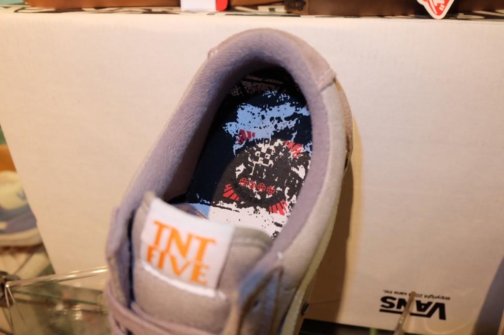 """รองเท้า VANS """"TNT5 (Tony Trujillo Signature Series 5) – (Independent) Silver"""" : Price 3350.-"""