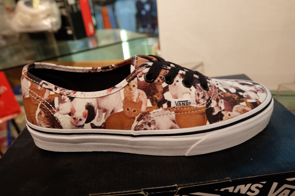"""รองเท้า VANS """"Authentic - (ASPCA) Kittens True White"""" : Price 3,290.-"""