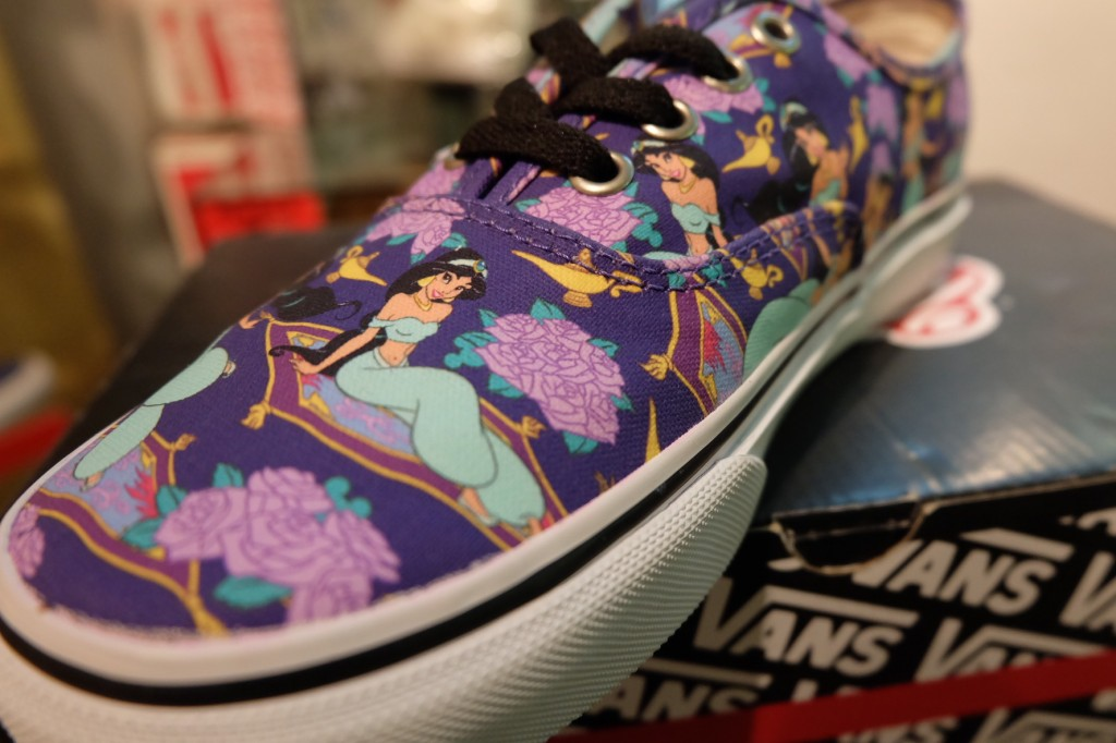 "รองเท้า VANS ""Authentic - (Disney) Jasmine/Deep Ultramarine"" : Price 3,100.-"