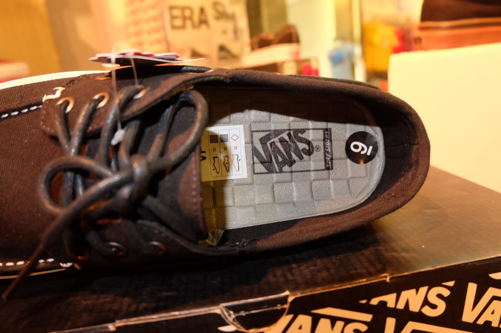 "รองเท้า VANS ""Chauffeur 2.0 - Black/Marshmallow"" : Price 2,200.-"