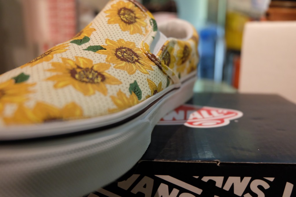 """รองเท้า VANS """"Slip On Classic - (Sunflower) True White"""" : Price 2,550.-"""
