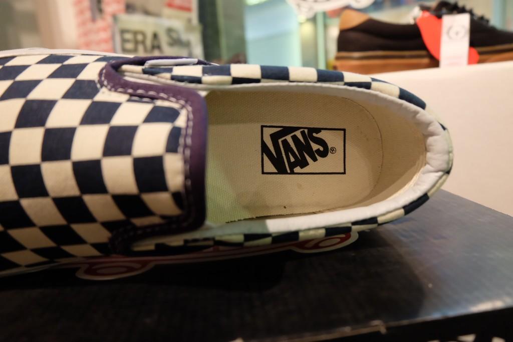 """รองเท้า VANS """"Slip On Classic - (Golden Coast) DrBl/WhtCkr"""" : Price 1.950.-"""