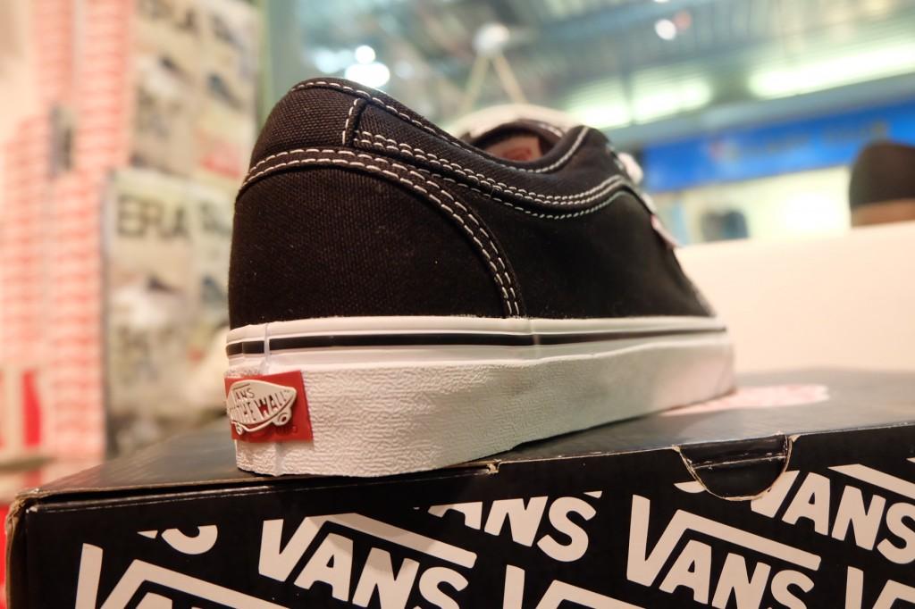 """รองเท้า VANS """"Chukka Low - Black/White"""" : Price 2,990.-"""