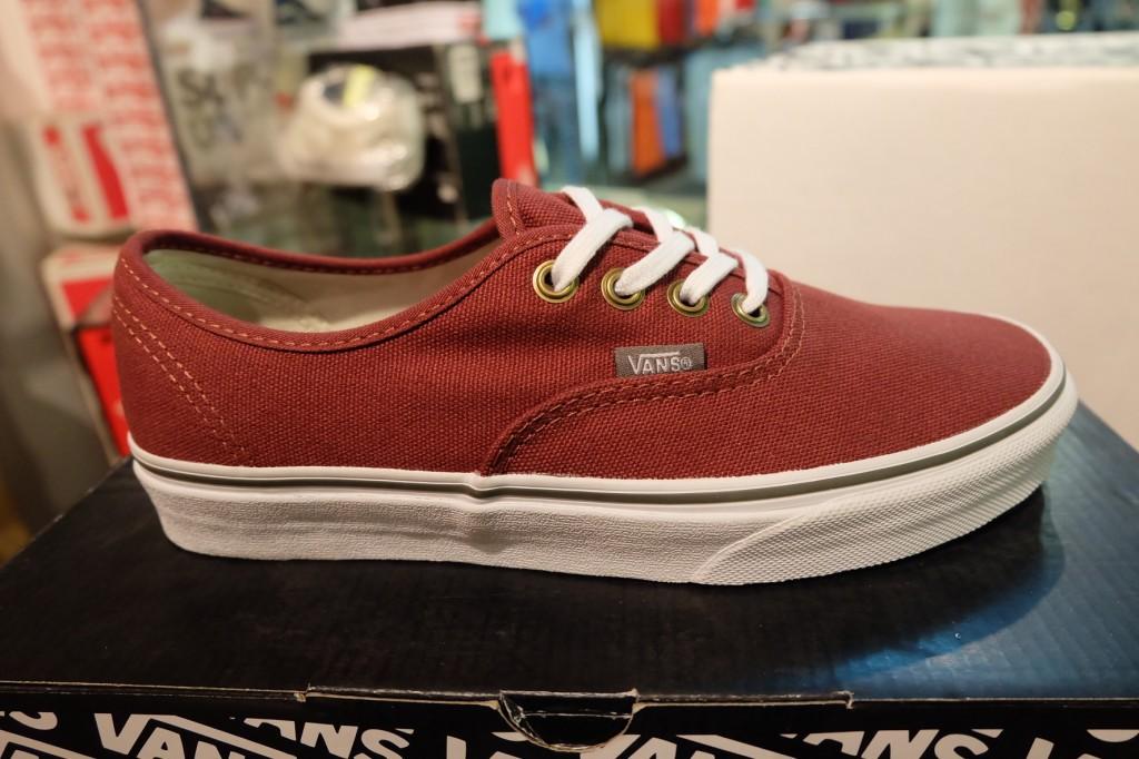 """รองเท้า VANS """"Authentic - (Rivet) Andorra/True White"""" : Price 2,100.-"""