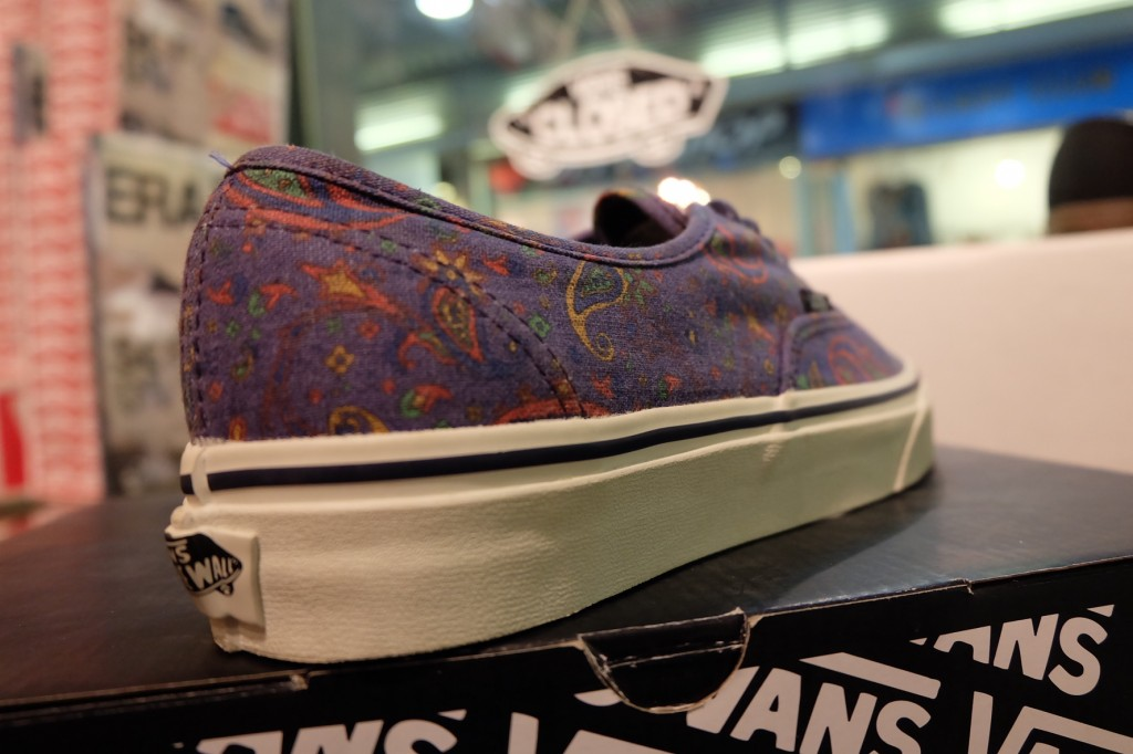 "รองเท้า VANS ""Authentic - (Paisley) Medieval Blue"" : Price 2,350.-"