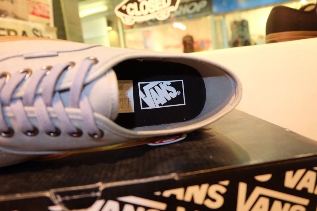 "รองเท้า VANS ""Authentic - (Gumsole) Frost Gray"" : Price 1,950.-"