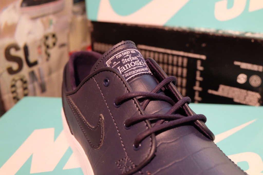 """รองเท้า Nike """"SB ZOOM Stefan Jenoski L QS – Dark Obsidian"""" : Price 3,790.-"""
