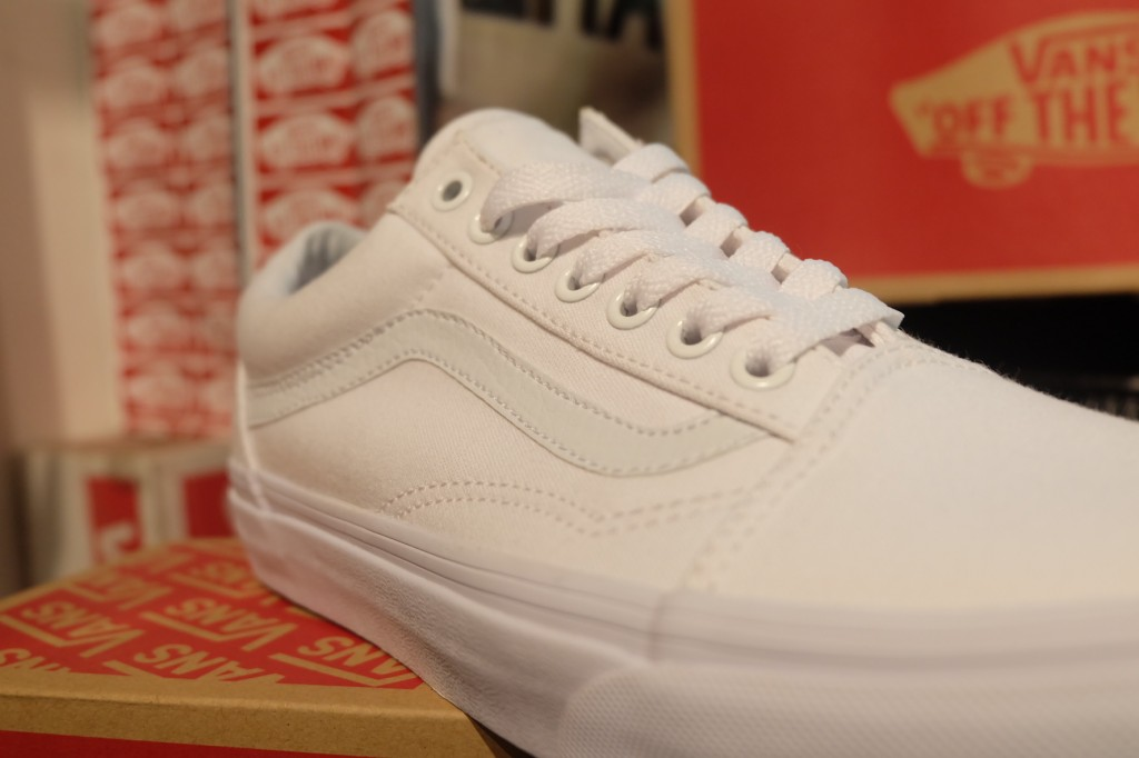 "รองเท้า VANS ""Old Skool - True White"" : Price 2,300.-"