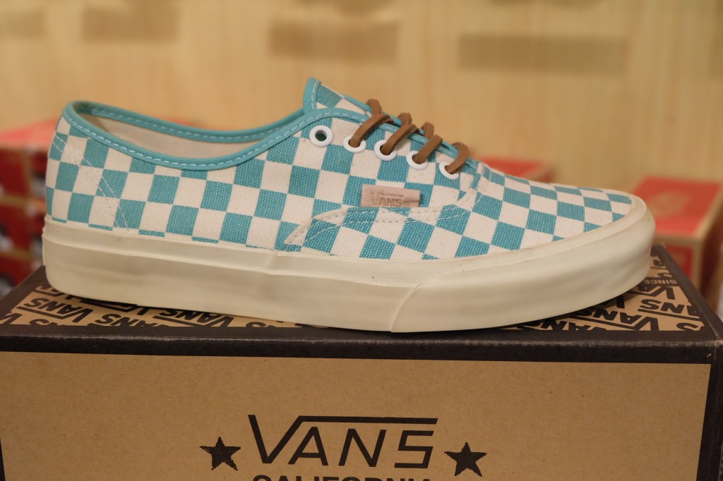 "รองเท้า [VANS] ""Authentic CA – (Checker) Waterfall/White"" : Price 3,600.-"