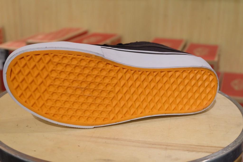 """รองเท้า VANS SYNDICATE """"SK8-Mid PRO """"S"""" – (Flaschen) Black/True White"""" : Price 4,500.-รองเท้า VANS SYNDICATE """"SK8-Mid PRO """"S"""" – (Flaschen) Black/True White"""" : Price 4,500.-"""