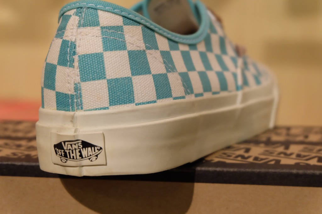 "รองเท้า VANS ""Authentic CA – (Checker) Waterfall/White"" : Price 3,600.- รองเท้า VANS ""Authentic CA – (Checker) Waterfall/White"" : Price 3,600.-"