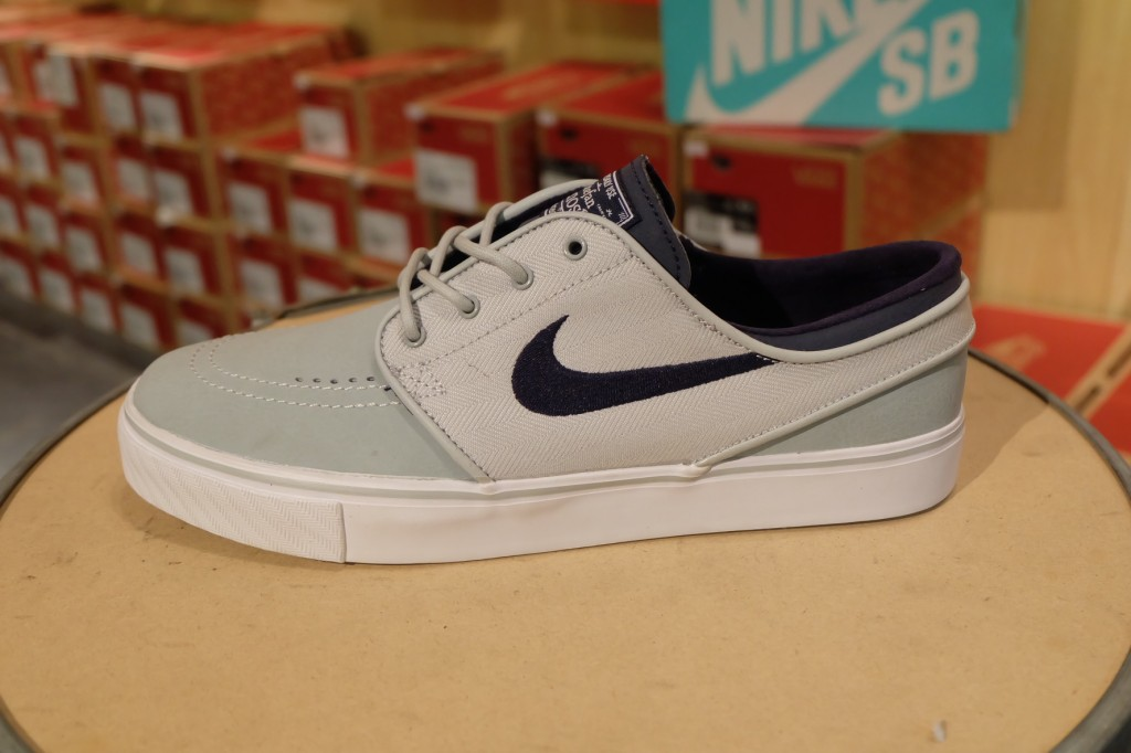 """รองเท้า Nike """"SB ZOOM Stefan Jenoski L - Grey Mist/Obsidian White"""" : Price 3,490.-"""