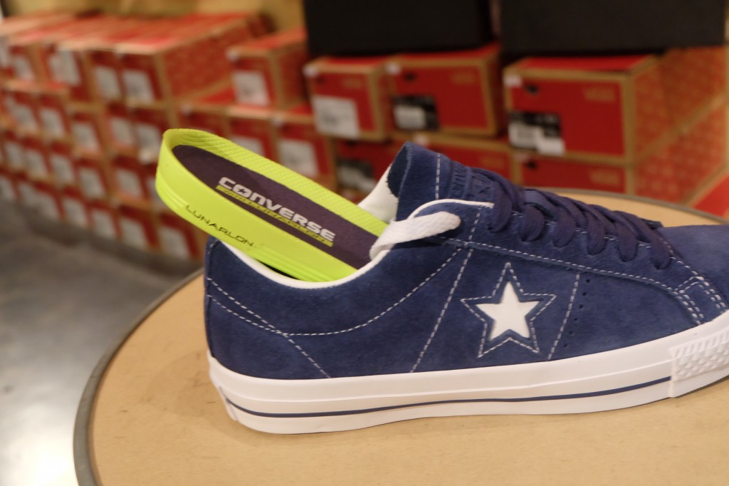 """รองเท้า Consverse """"One Star Skate OX - Navy/White"""" : Price 3,500.-"""