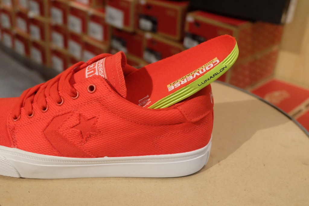 "รองเท้า Consverse ""KA 3 OX - Red/White (Lunarlon)"" : Price 3,200.-"