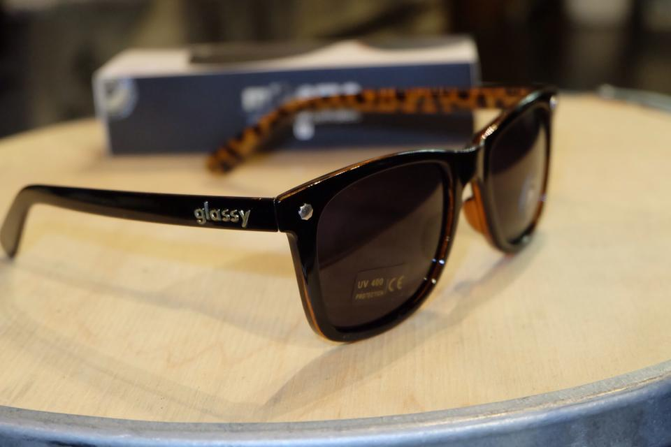 แว่นกันแดด Glassy | Glassy Mikemo Signature - Black/Tortoise Polarized : ราคา 1,390.-