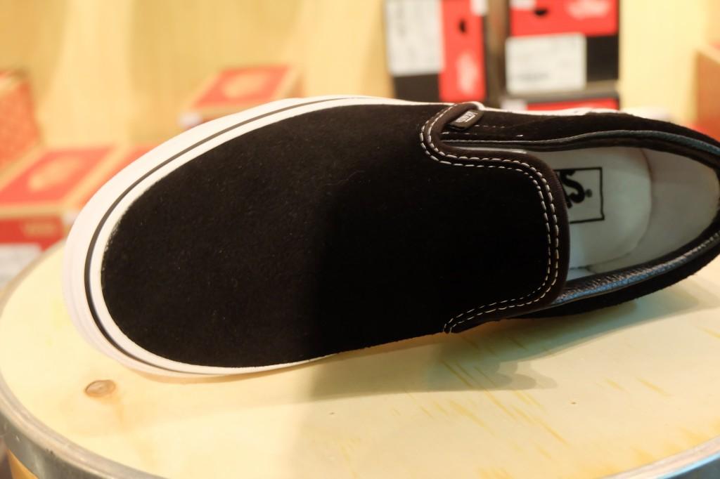 "VANS ""Classic Slip-On - Black (Suede)"" : Price 2,890.-"