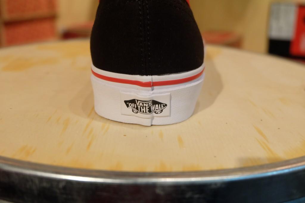 """VANS """"Authentic - (Binding Pop) Black/Racing Red"""" : Price 2,390.-"""