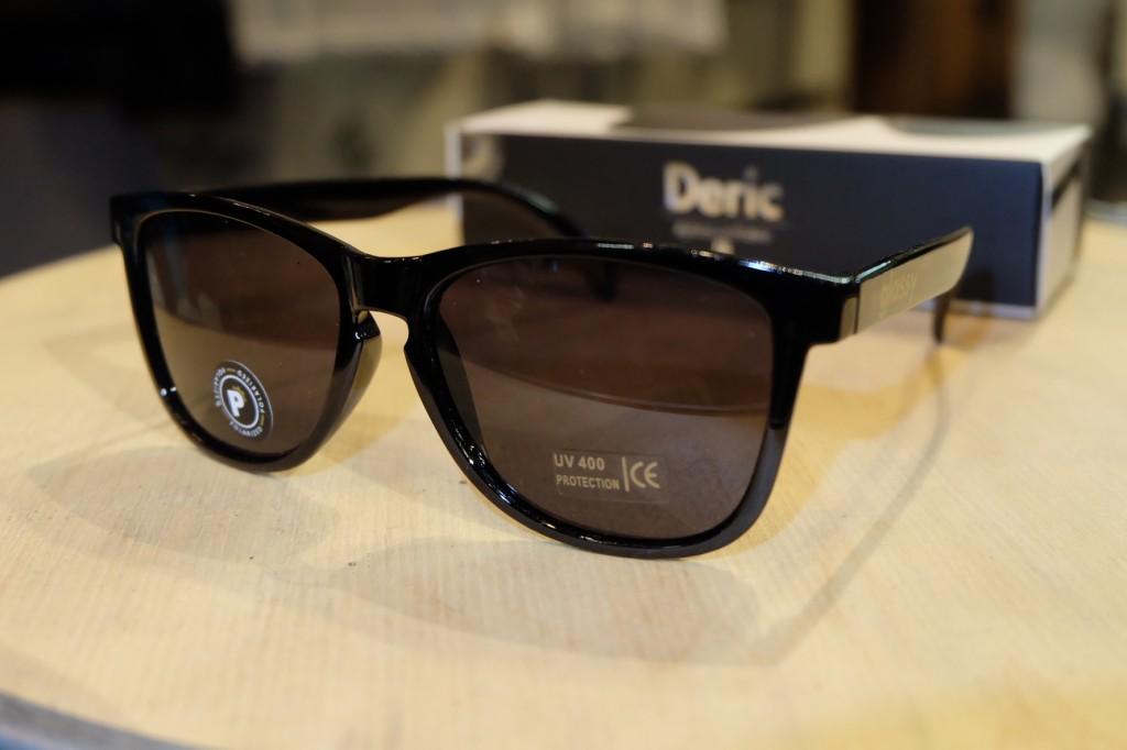แว่นกันแดด Glassy | Glassy Deric Signature - Black Polarized : ราคา 1,390.-
