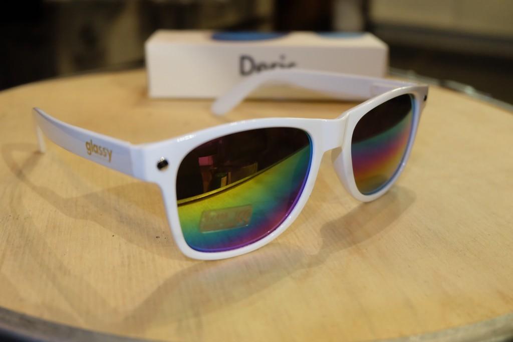 แว่นกันแดด Glassy | Glassy Deric Signature - White/Color Mirror : ราคา 1,190.-