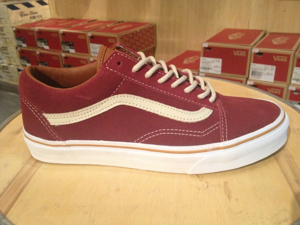 "VANS ""Old Skool - (Work Floral) Cordovan"" : Price 3,100.-"