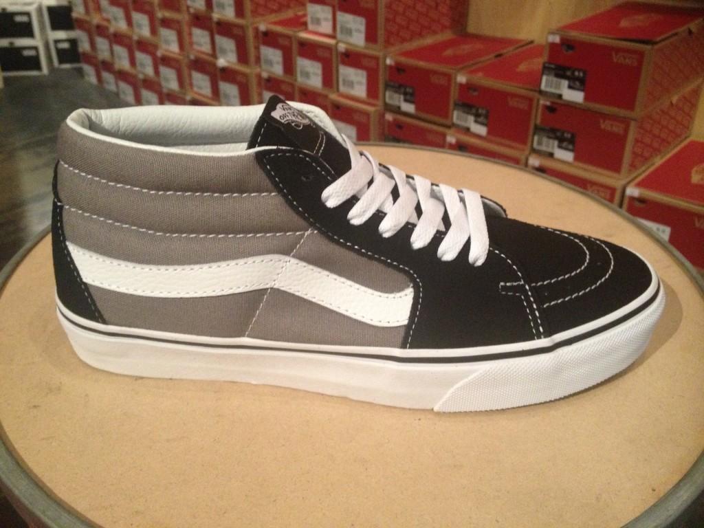 """VANS """"Skate Mid - Black Steeple Gray"""" : Price 2,990.-"""