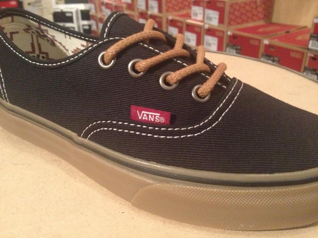 """VANS """"(T&G) Black/Gum"""" : Price 2,490.-"""