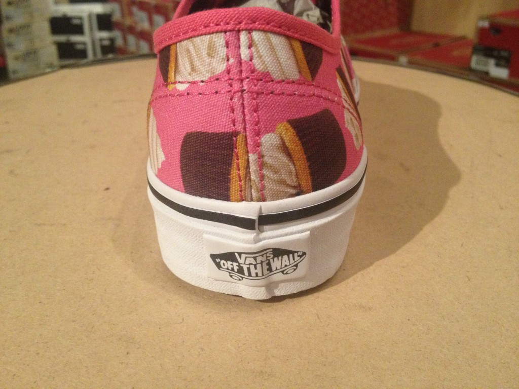 "VANS ""Authentic - (Late Night) Hot Pink/Cupcakes"" : Price 2,900.-"