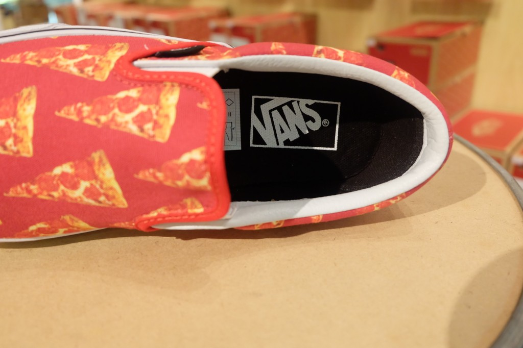 "VANS ""Classic Slip On - (Late Night) Mars Red/Pizza"" : Price 2,900.-"