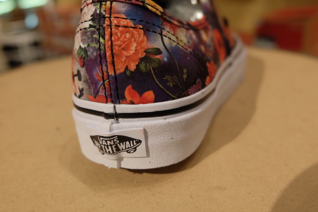 "VANS ""Authentic - (Galaxy Floral) Black/True White"" : Price 2,790.-"