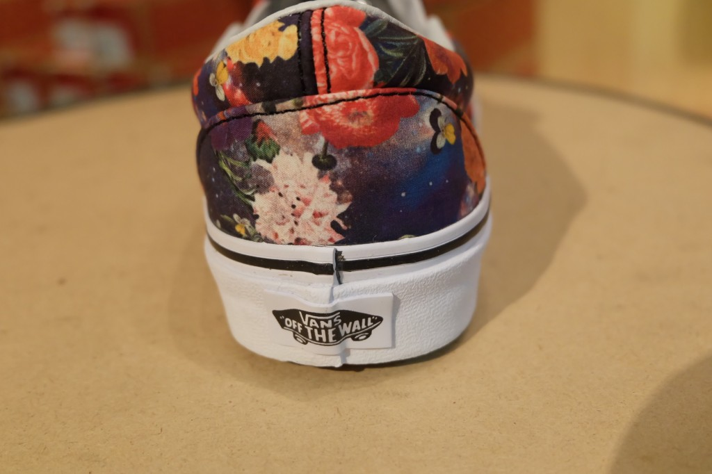 "VANS ""Classic Slip On - (Galaxy Floral) Black/True White"" : Price 2,790.-"