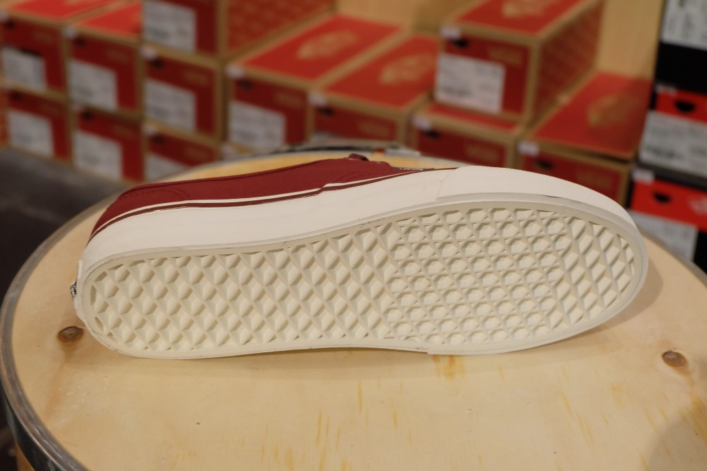 "VANS ""Authentic – (Sport Vintage) Oxblood Red"" : Price 1,950.-"