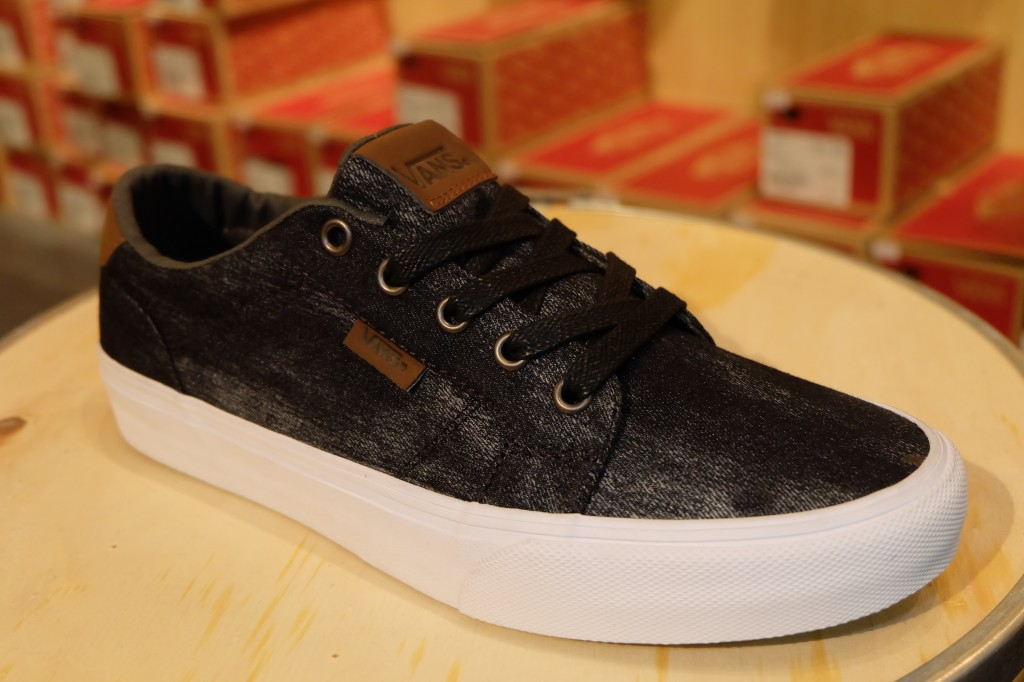 "VANS ""Bishop - (Denim) Black/dachshund"" : Price 2,500.-"