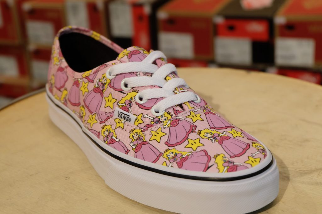 "VANS ""Authentic - (Nintendo) Princess Peach"" : Price 3,500.-"
