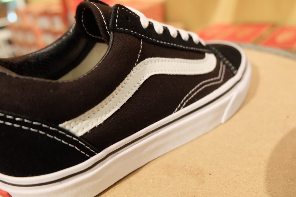 VANS Old Skool – Black : 2,300.- WeSneaker.com
