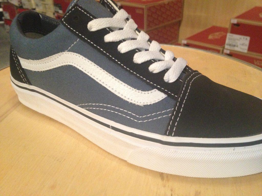 """รองเท้า VANS """"Old Skool - Navy"""" ราคา 2,300.-"""
