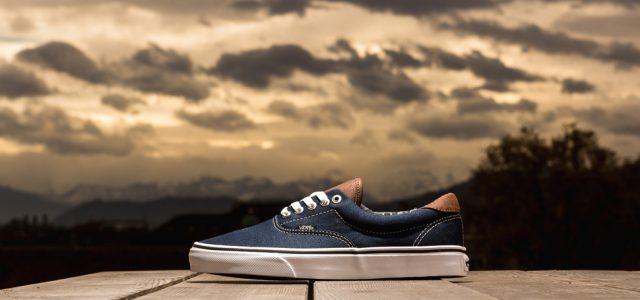 """ทำไมวัยรุ่นไทยถึงเลือกรองเท้า VANS เป็นตัวเลือกแรกๆเมื่อนึกถึงรองเท้า Sneaker  ถือได้ว่าเป็นแบรนด์เครื่องแต่งกายและ Accessories ที่ประสบความสำเร็จเป็นอย่างสูงในประเทศไทยของเราจริงๆครับสำหรับ VANS OFF THE WALL หรือ """"VANS"""" นั่นเอง เพื่อนๆคงเคยจะได้ยินคุ้นๆหูกันมาบ้างใช่มั้ยครับกับ Model รองเท้ารุ่น Top ของโลกอย่าง VANS Authentic หรือ VANS Old Skool และ Slip-On แต่ถ้าเป็นรุ่นที่พึ่งกลับมาฮิตติดลมบนสุดๆคงเห็นจะเป็นรุ่น SK8 […]"""