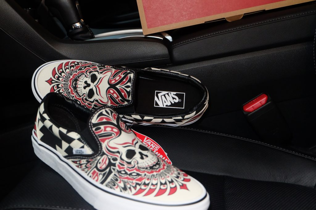 "VANS ""Classic Slip-On - (Stormy Bird) Black/True White"" : Price 2,100.-"