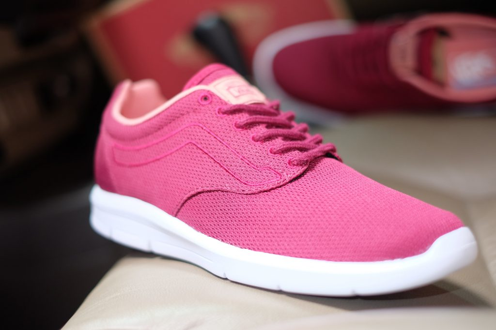 "VANS ""ISO 1.5 + (Mesh) - Beet Red/White"" : Price 3,300.-"